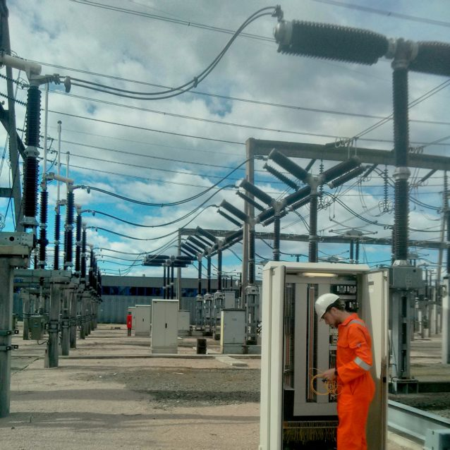 Image shows an engineer installing Synaptec's Refase system in Statnett substation